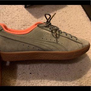 Olive/khaki/orange suede Puma's for sale!